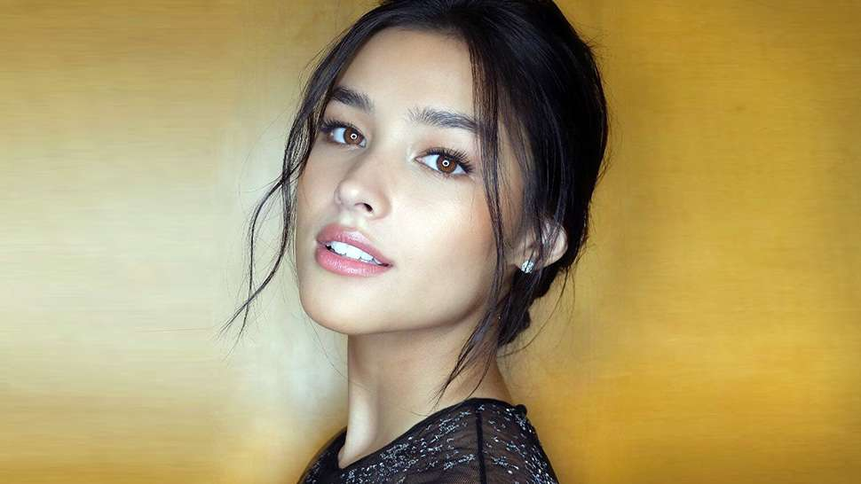 This Is Exactly How Much Makeup Liza Soberano Wore to the Star Magic Ball