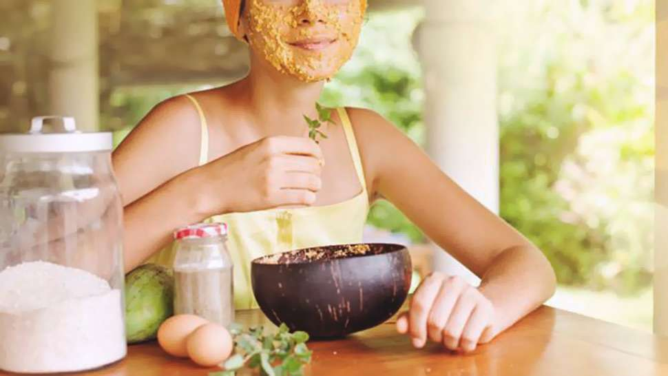 These Kitchen Ingredients Will Help Your Skin Look Young And Glowing