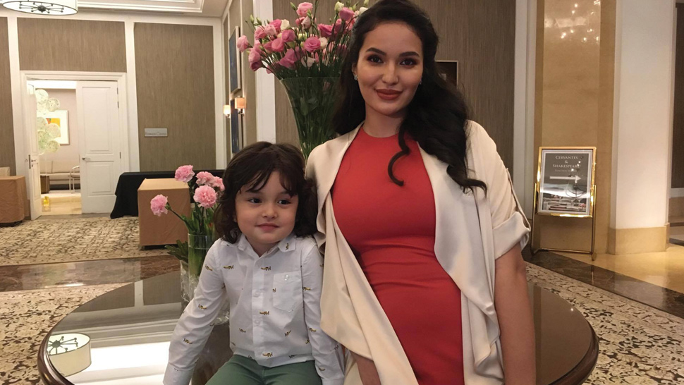 Sarah Lahbati is Having a Boy!