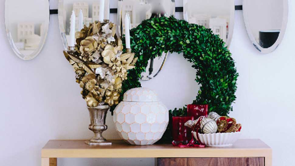7 Easy Holiday Decorating Hacks By Experts