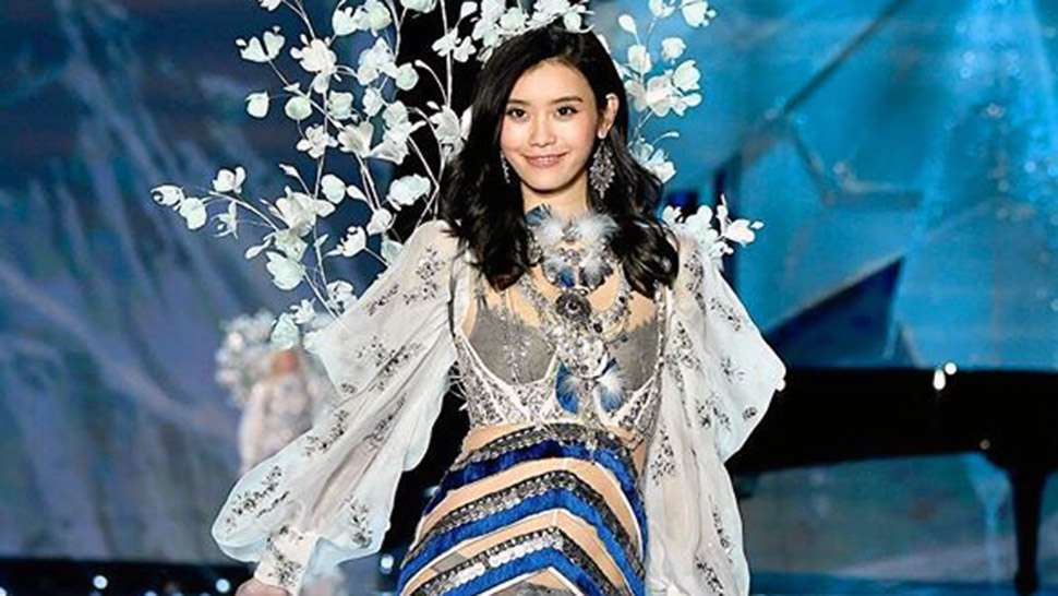 The Internet Is Mad That Ming Xi's Fall at the VS Fashion Show Was Aired
