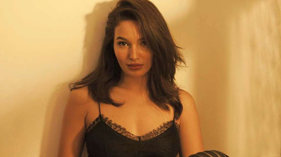 Here's Exactly Why You Have to Check Out Sarah Lahbati's New Website