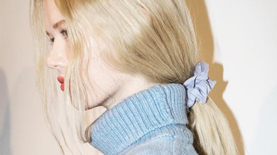 This Is How Instagram's Cool Girls Are Wearing The Scrunchie