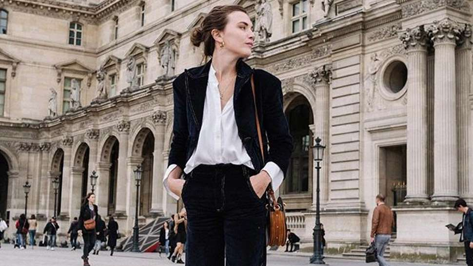 10 Chic Minimalist Outfits You Can Wear To The Office
