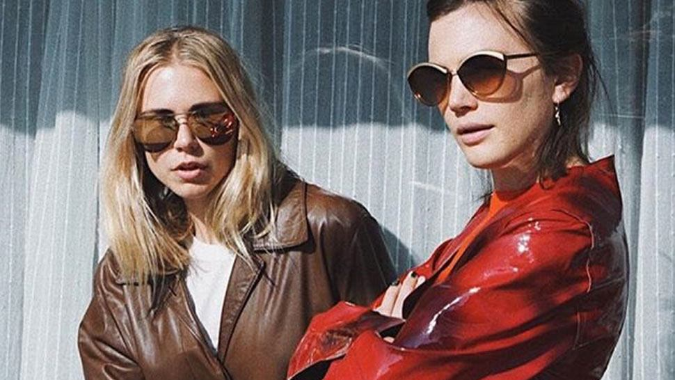 5 Cool Pose Ideas For Taking Ootds With Your Best Friend