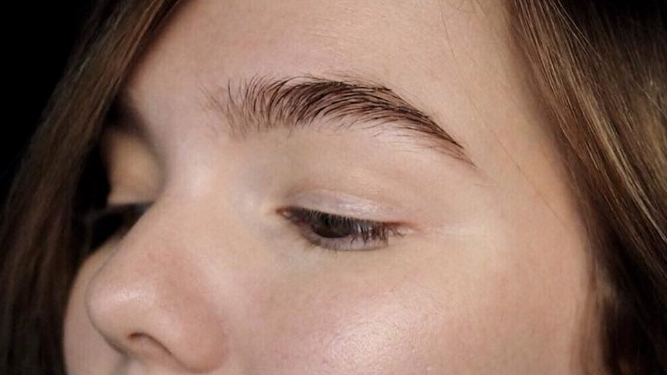 Here's How You Can Naturally Regrow Your Eyebrows