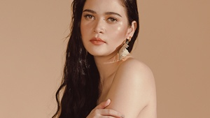 Bela Padilla Gives A Dramatic Reading Of Cardi B's Bodak Yellow