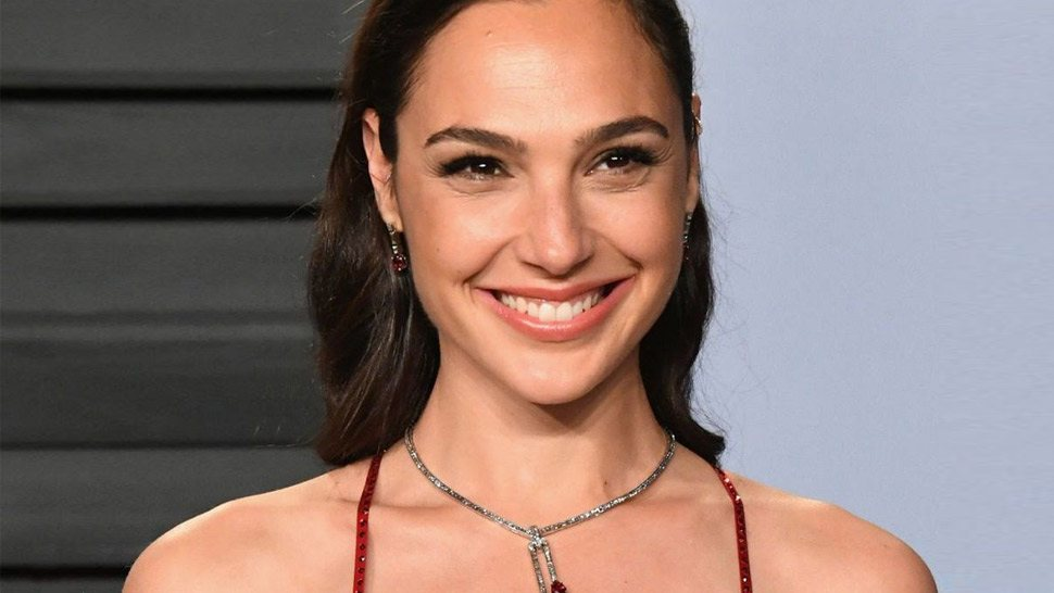 This Is the P350 Lipstick Gal Gadot Is Currently Obsessed With