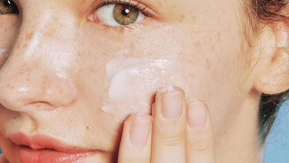 Everything You Need to Know Before Using Retinol-Based Products