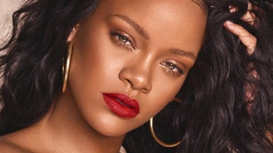 Rihanna Has A Genius Trick To Hide Dark Eye Bags