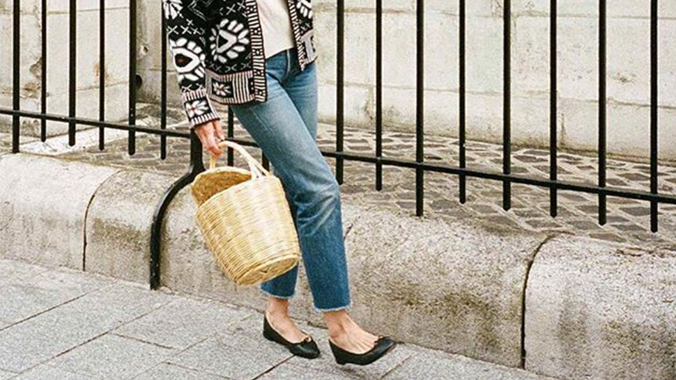 Here's How Instagram's Most Stylish Are Wearing Basic Black Flats