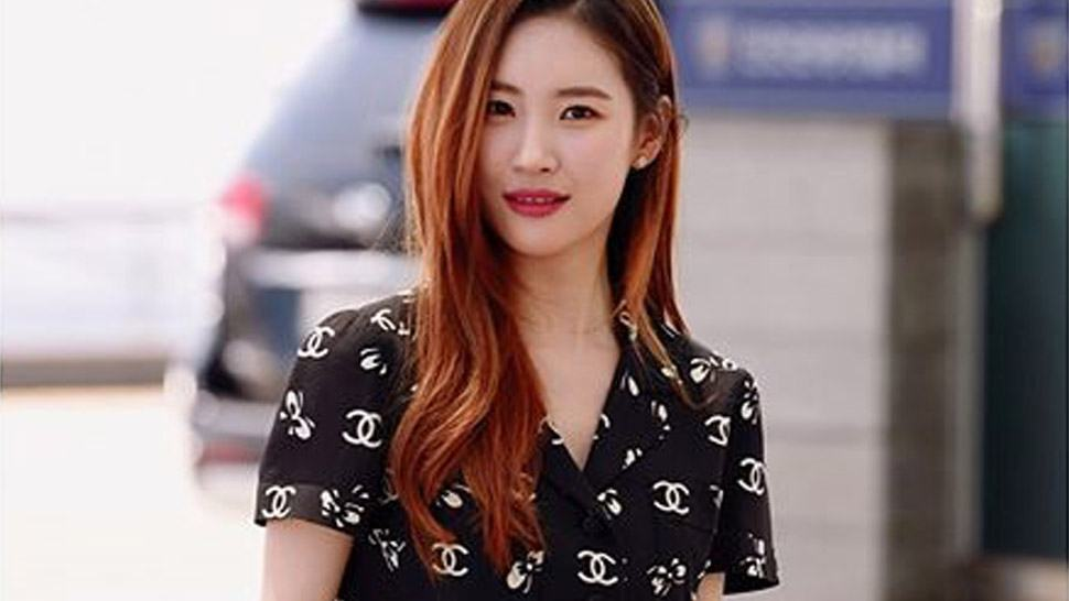 Lotd: K-pop Star Sunmi Proves The Logo Trend Can Look Sweet And Demure