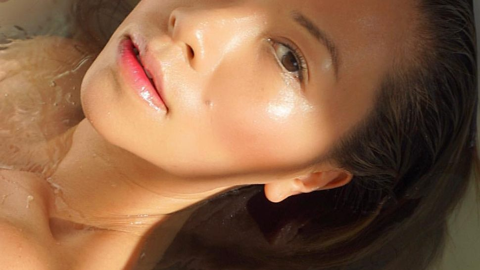 Where To Apply Your Moisturizer To Avoid Looking Oily