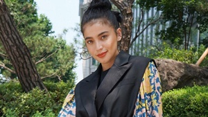 Anne Curtis Wore A Louis Vuitton Look To A Korean Film Festival