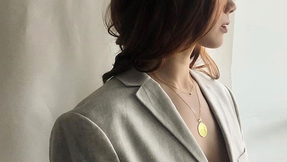 10 Minimalist Necklaces That Are Perfect For Layering