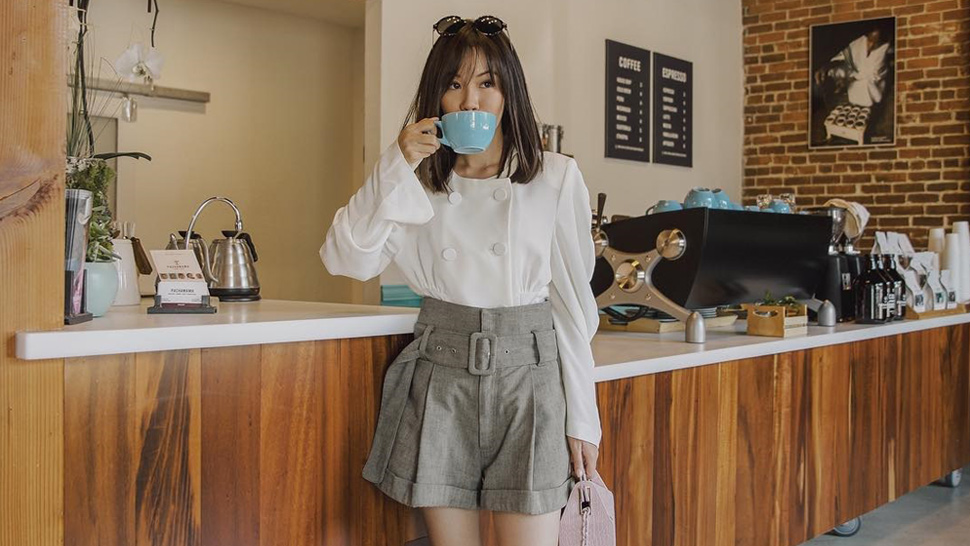 15 Instagram-Approved Ways to Pose with Your Coffee