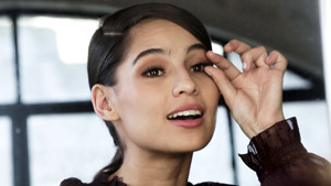 Preview Challenge: Jasmine Curtis Tries To Put On Falsies In One Minute