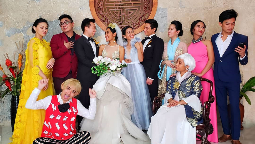 "These Filipinos Just Won Halloween With Their ""Crazy Rich Asians"" Costumes"