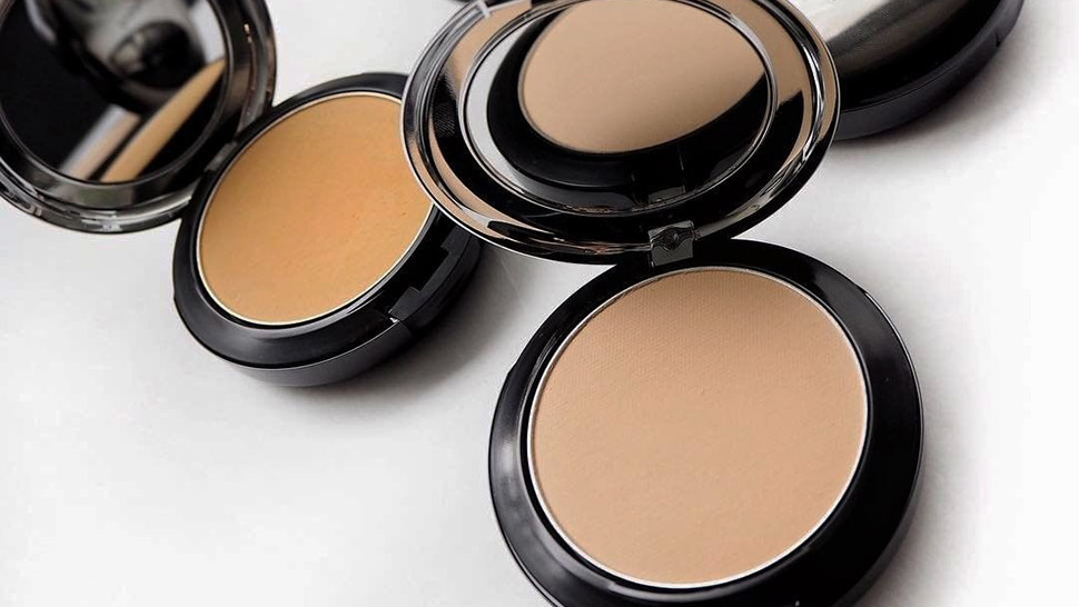 7 Pore-Blurring Powders That'll Give You a Smoother Base