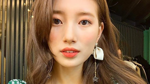 Here's The K-beauty Way To Wear Living Coral Makeup