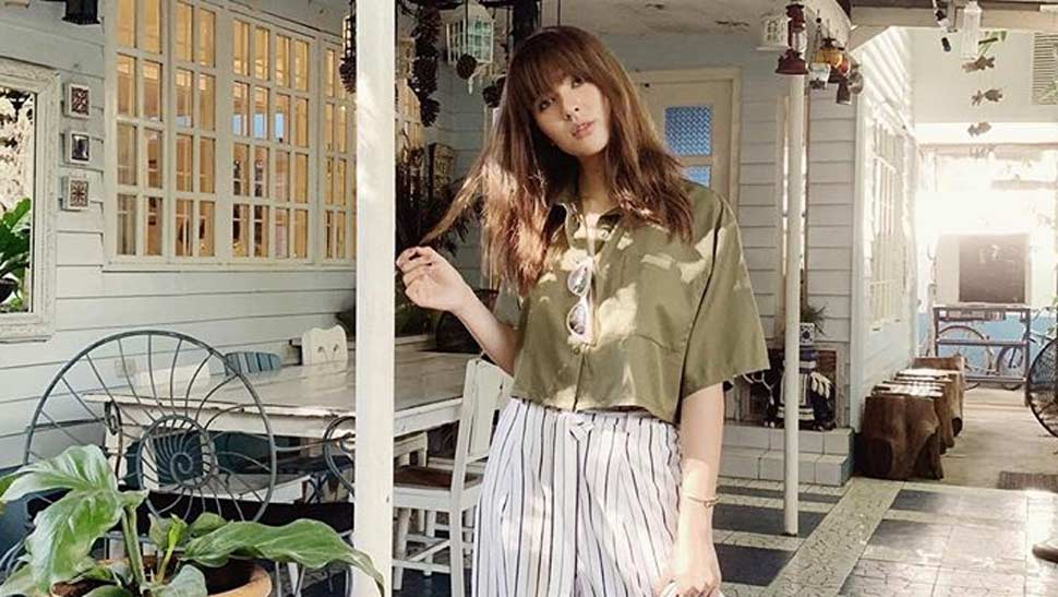 How to Pose With Your Hands on Instagram, According to Sofia Andres
