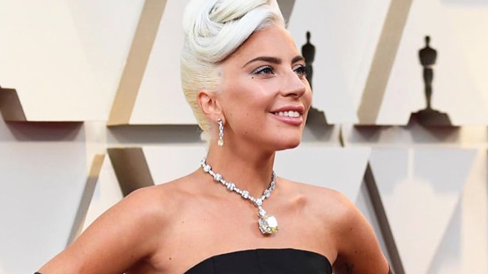 Lady Gaga Arrives at the Oscars Wearing a $30-Million Necklace