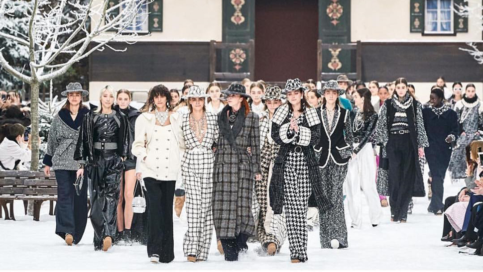 Here's How Chanel Paid Tribute to Karl Lagerfeld at Paris Fashion Week