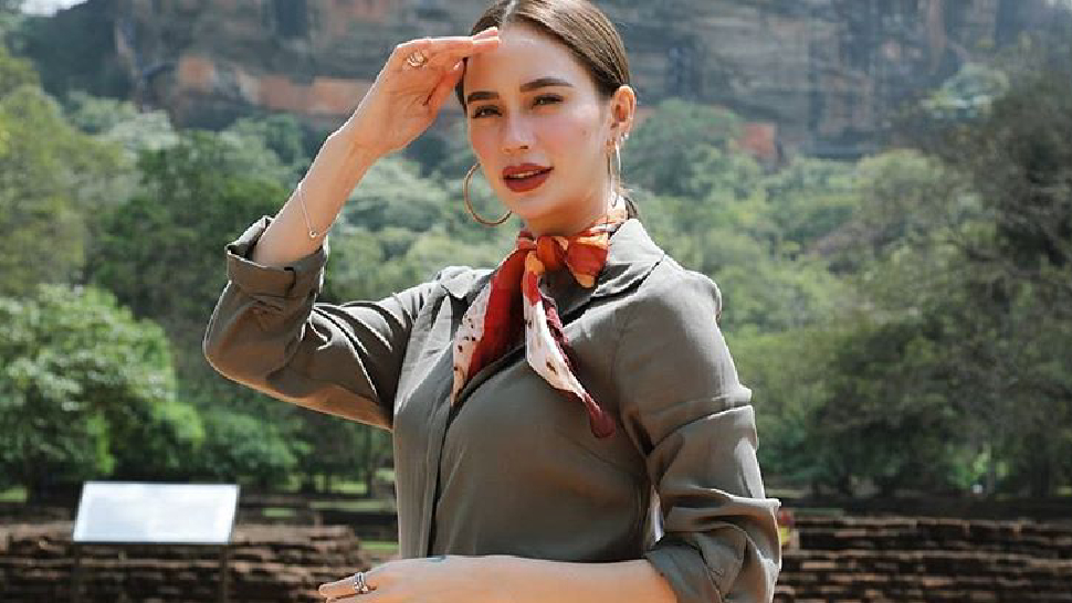 Arci Muñoz's OOTDs in Sri Lanka Are Perfect for Your Summer Trips