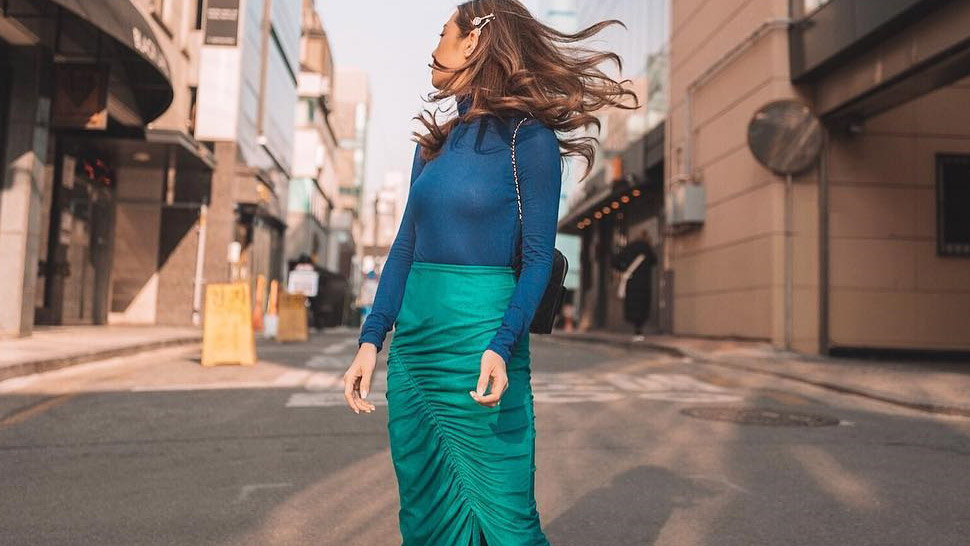 This Blue-and-Green Combo Is the New Outfit Formula We Want to Try