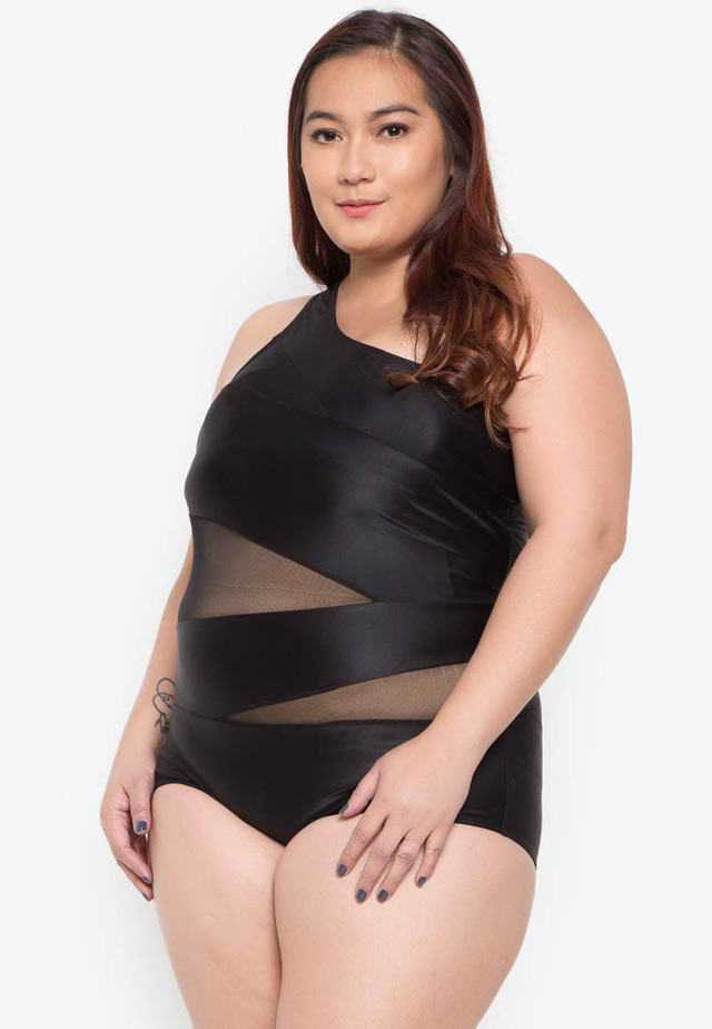 65a4fbf0641 PHOTO BY Shapes and Curves. Plus-size one-shoulder ...