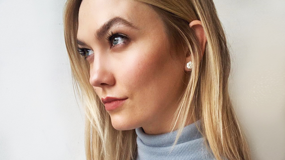Here's How Karlie Kloss Curls Her Lashes Using a Teaspoon