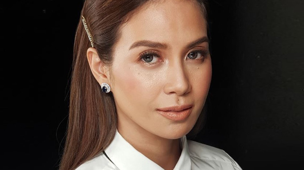 Kaye Abad Wore This Hairstyle with a Suit and Tie and It's Genius