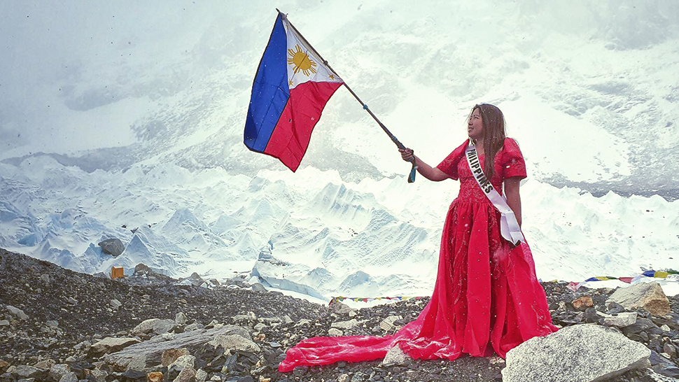 This Pinay Waved The Philippine Flag In A Terno At The Everest Base Camp