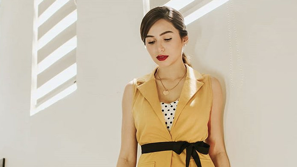 Jennylyn Mercado Is Giving Us Dr. Kang Vibes In This Striking Yellow Outfit