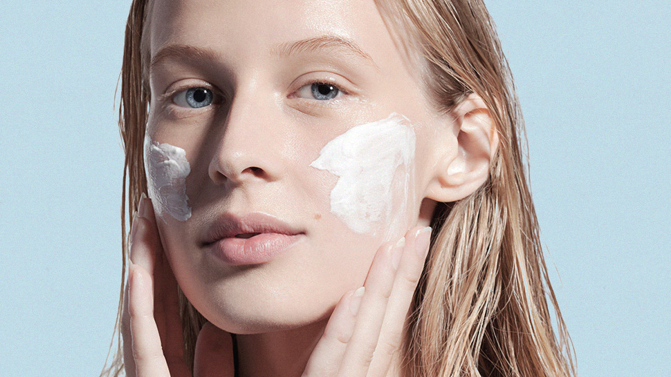 Here's an Easy Hack to Depuff Your Face, According to a Dermatologist