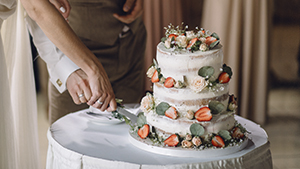 7 Chic Wedding Cake Designs For Timeless Wedding Photos