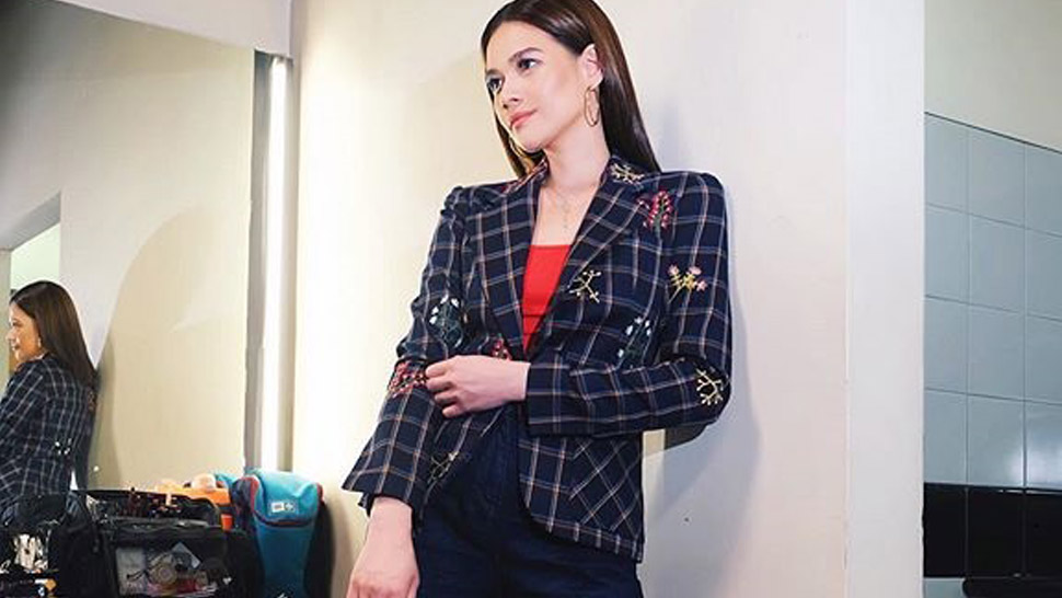 Bea Alonzo Has A Quirky Way To Wear The Blazer And Jeans Combo
