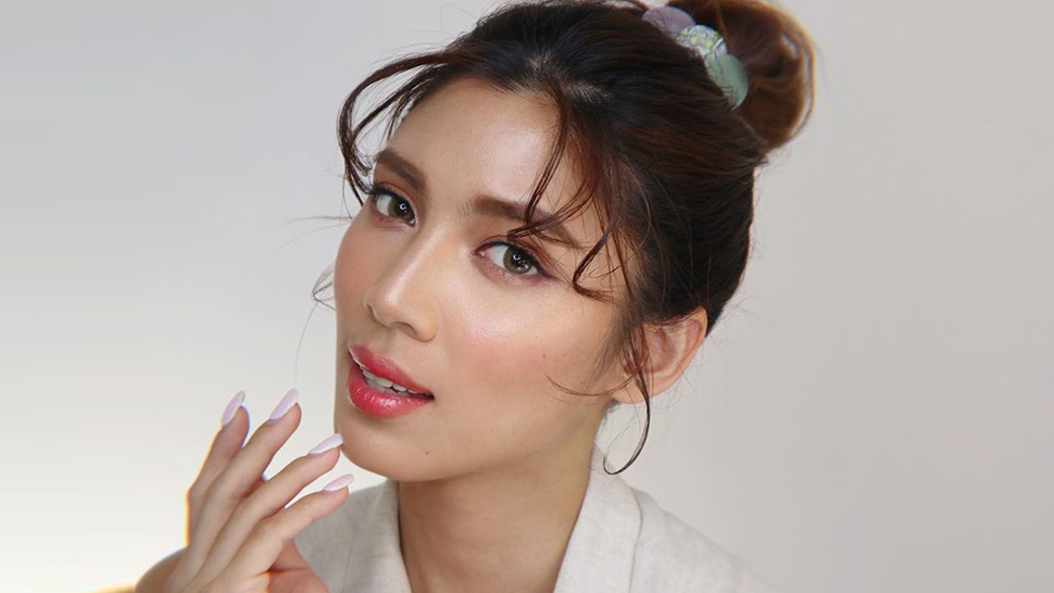 Here's How Nadine Lustre's Makeup Artist Does a Glowy Peach Look