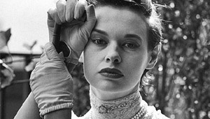 Style Icon Gloria Vanderbilt Dies At Age 95