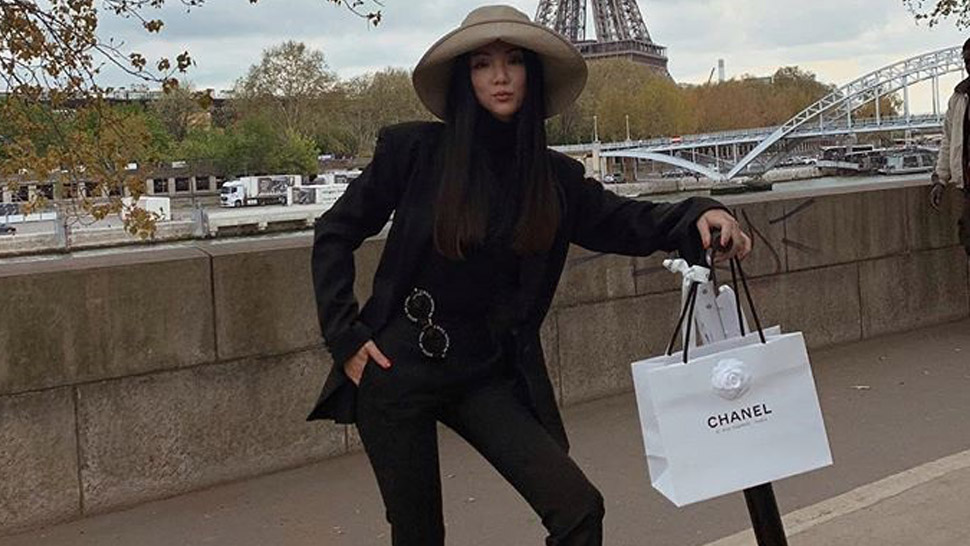 9 Stylish Pegs For Posing With Your Shopping Bags