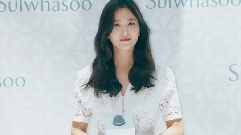 The Exact Dress Song Hye Kyo Wore To Her First Public Appearance Since News Of The Divorce