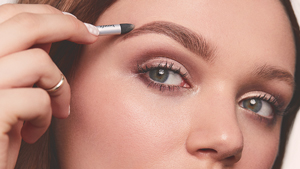 How To Groom Your Own Eyebrows At Home, According To A Brow Artist