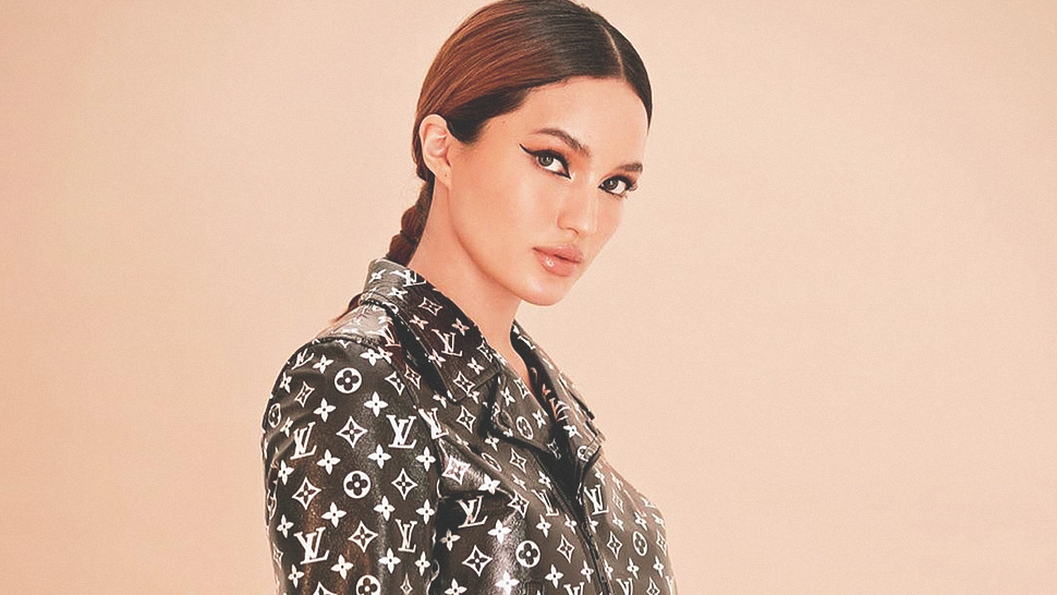You'll Love Sarah Lahbati's Louis Vuitton Ootds In Singapore