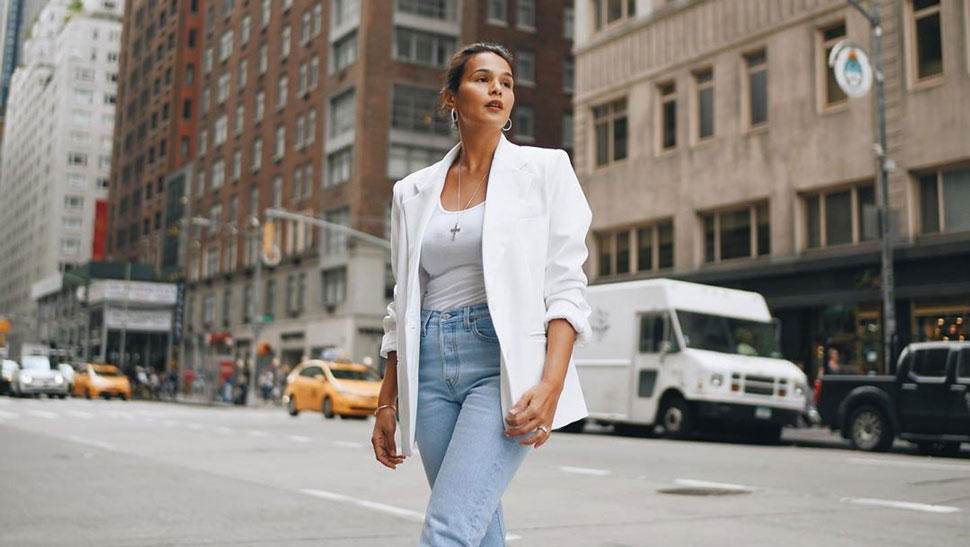 Stylish Ways To Wear Denim When Traveling, According To Iza Calzado