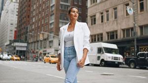 Stylish Ways To Wear Denim When Traveling, According To Iza Calzado