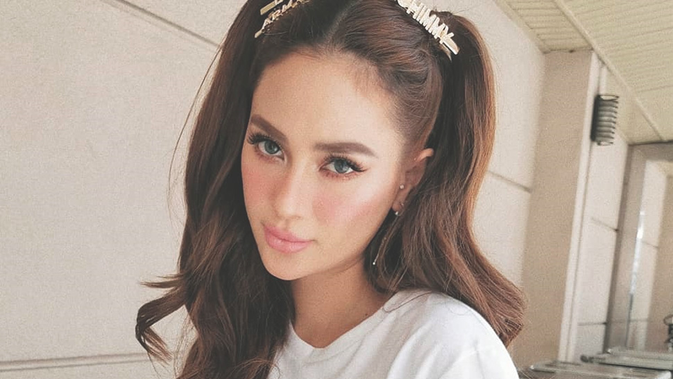 You Have To See Arci Muñoz' New Blonde Hair