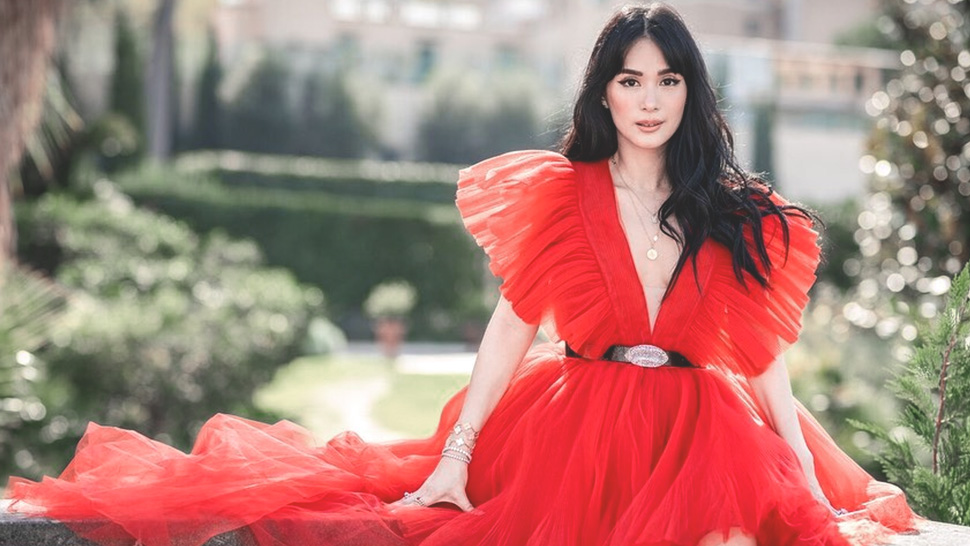 This Is the Exact Red Dress Heart Evangelista Wore in Rome