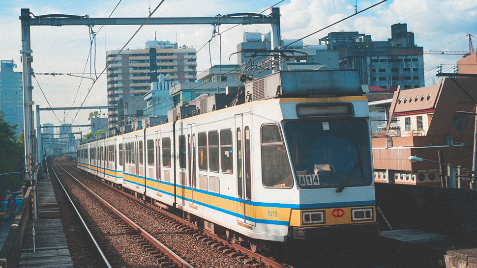Check Out LRT-1's Extended Operating Hours for the Holiday Season