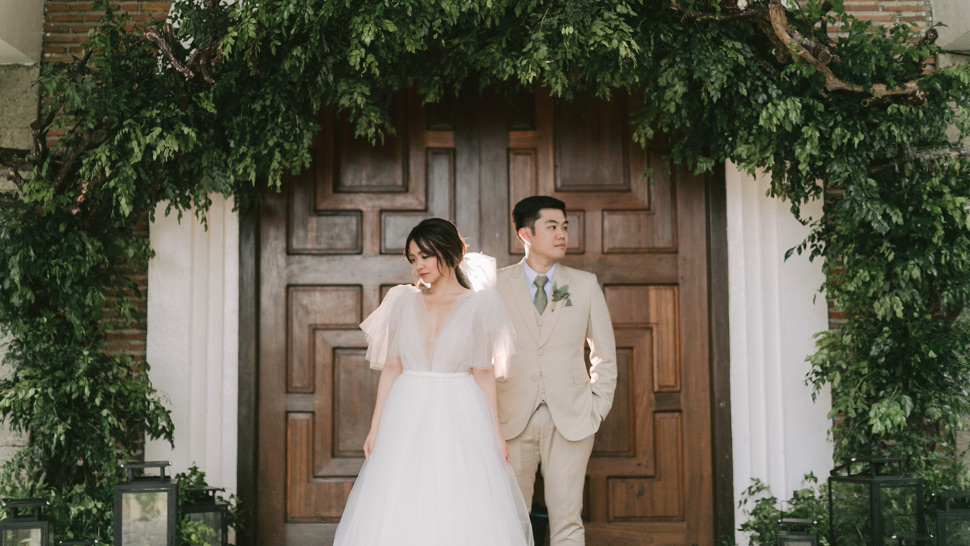My Husband And I Tried To Pull Off An Instagrammable Wedding