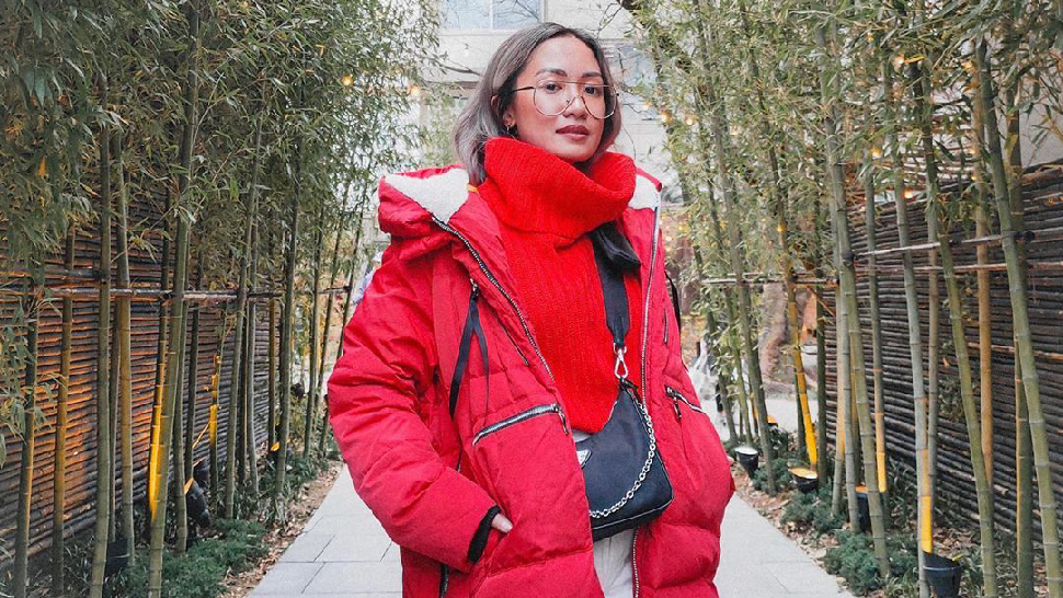 We Love Laureen Uy's Simple Styling Trick For Cold-weather Ootds